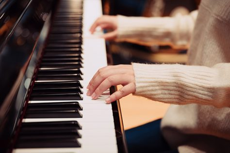 woman playing piano iStock 899893920_650