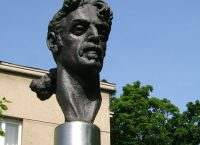 A bust of Frank Zappa.
